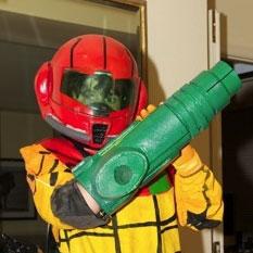 Father and son create Samus Aran costume for Halloween
