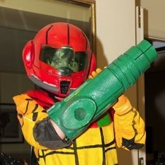 Father and son create Samus Aran costume for Halloween